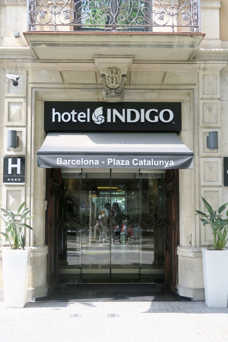 checking in: hotel indigo - barcelona