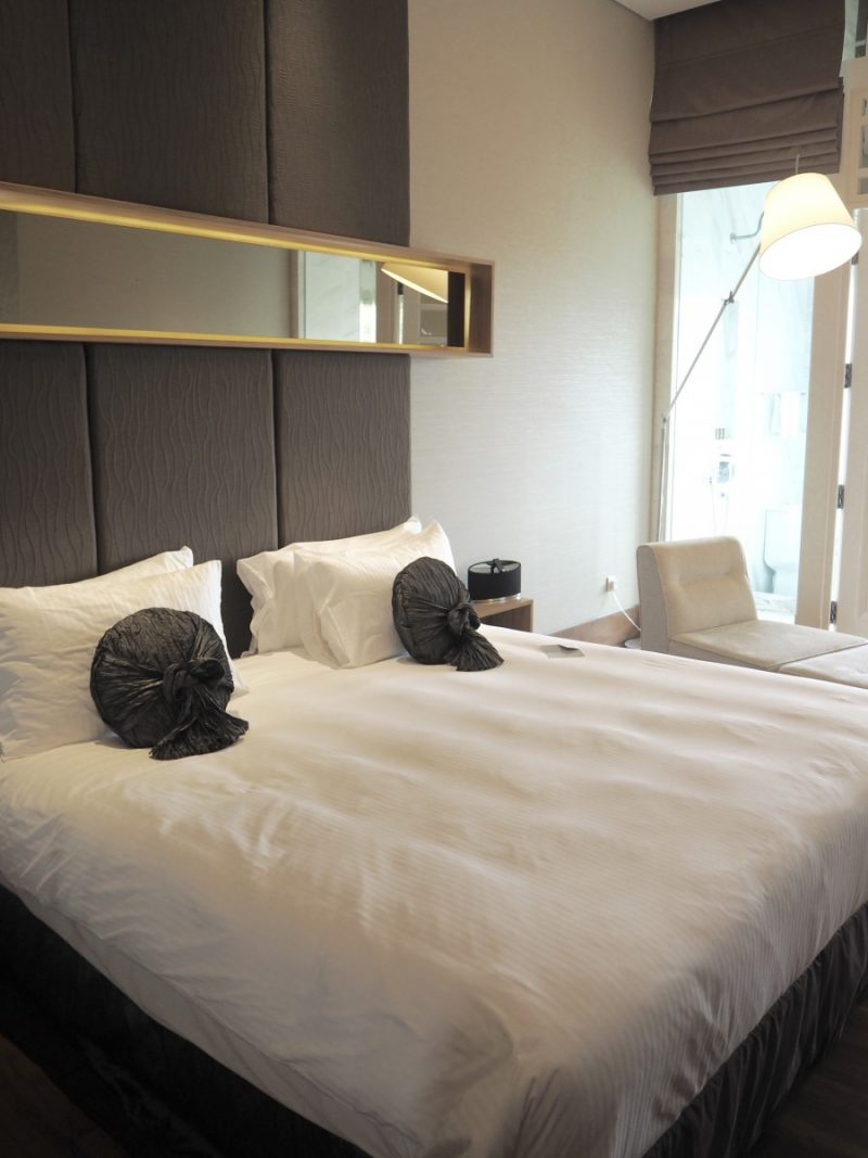 checking in: hotel fort canning - singapore