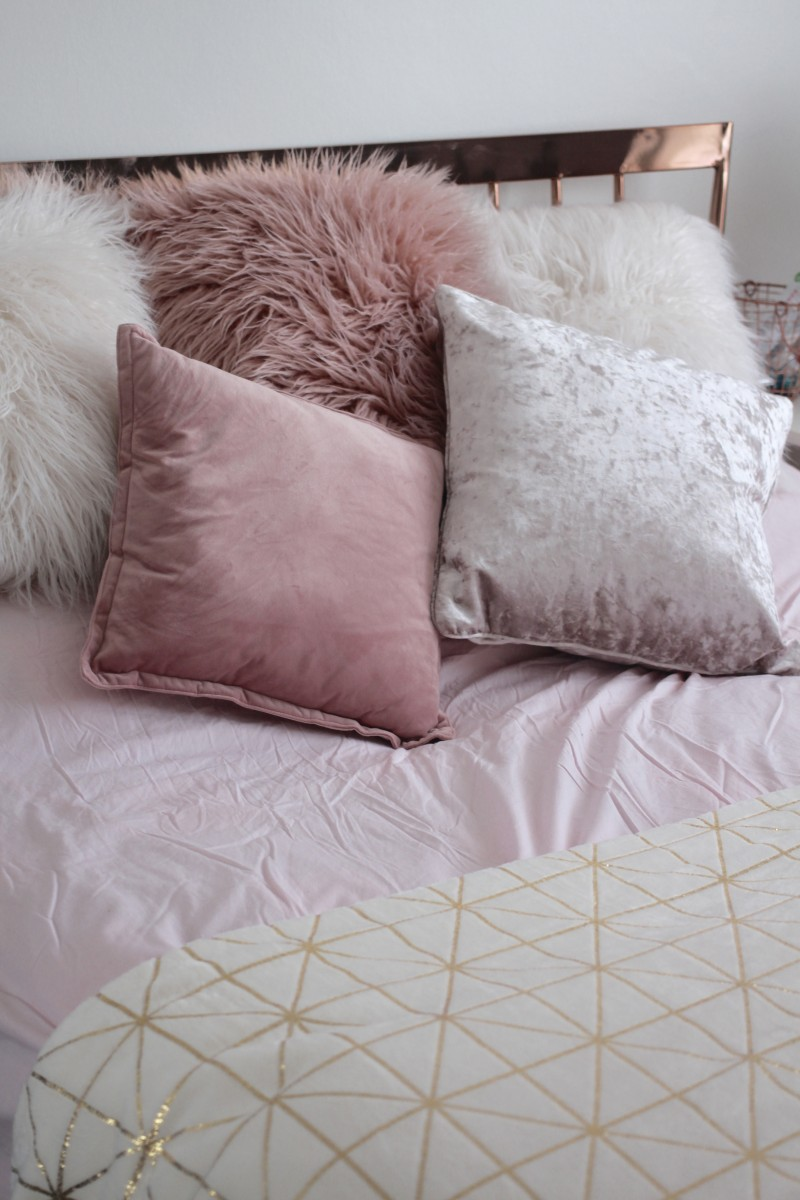 pink bedding, home bloggers