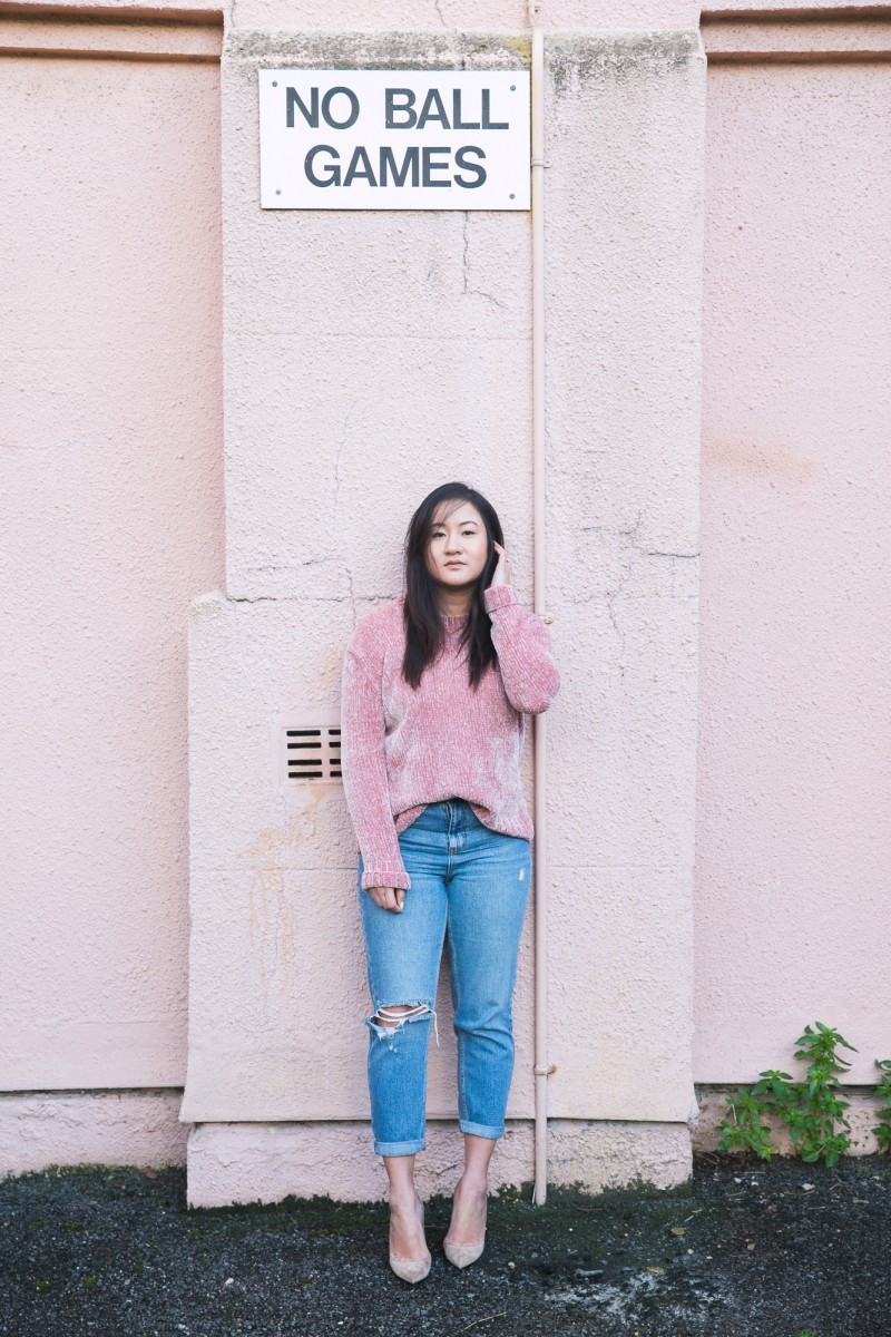 travel hacks, travel bloggers, how to wear pink