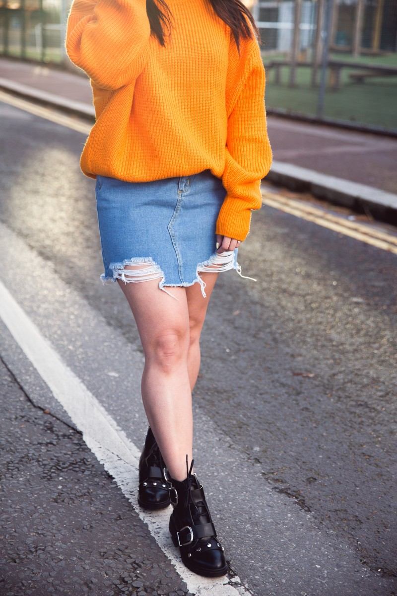 how to wear an orange jumper